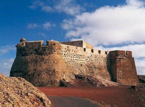 Замок Castillo de Santa Barbara